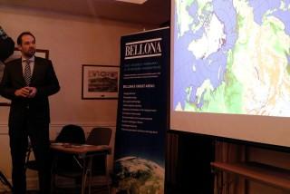Jan-Gunnar Winther er leder for Polarinstituttet og en av forfatterene bak FNs klimarapporter. Han viser hvordan isen trekker seg tilbake i Arktis, og advarer mot særlig store klimaendringer i våre nordligste områder